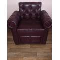 Кресло с подлокотниками и подушками валиками